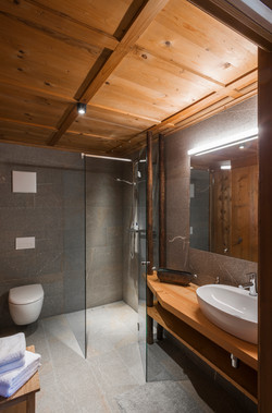 bathroom Onkl's room