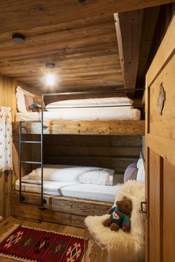 Bulk-bed room