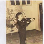 Shlomo performs at age 4