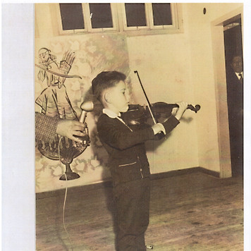 Shlomo performs at age 4