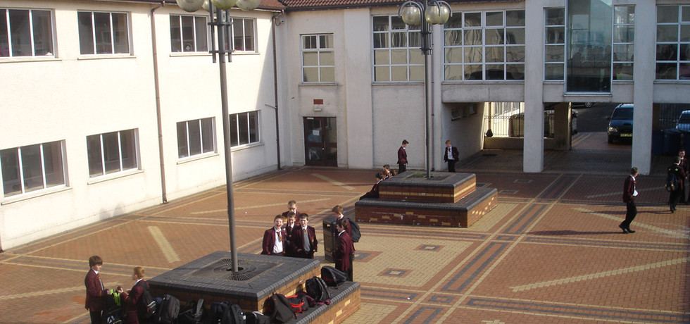 'Old school' Courtyard