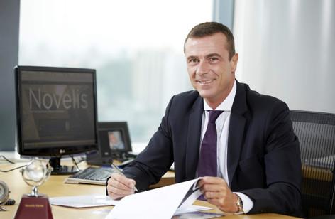 노벨리스 에밀리오 브라기 부사장