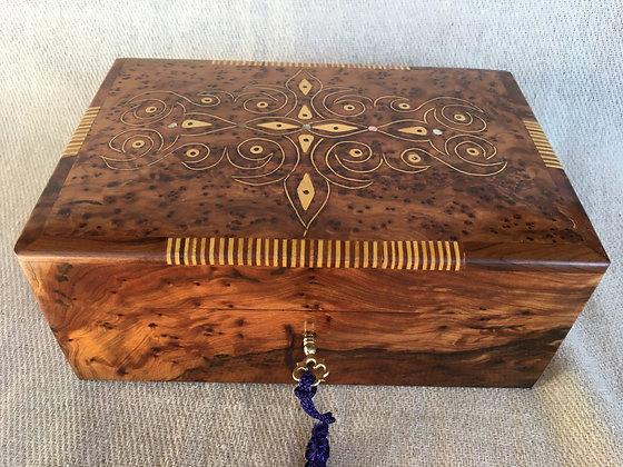 T67-Thuya Compartments Box 6x6x3.9x3.1inch 17x10x8cm