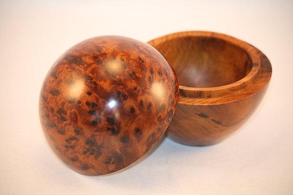 """T18 - Round Jewelery Box Thuya Burl  3.9x4.7"""" //10 x 12cm"""