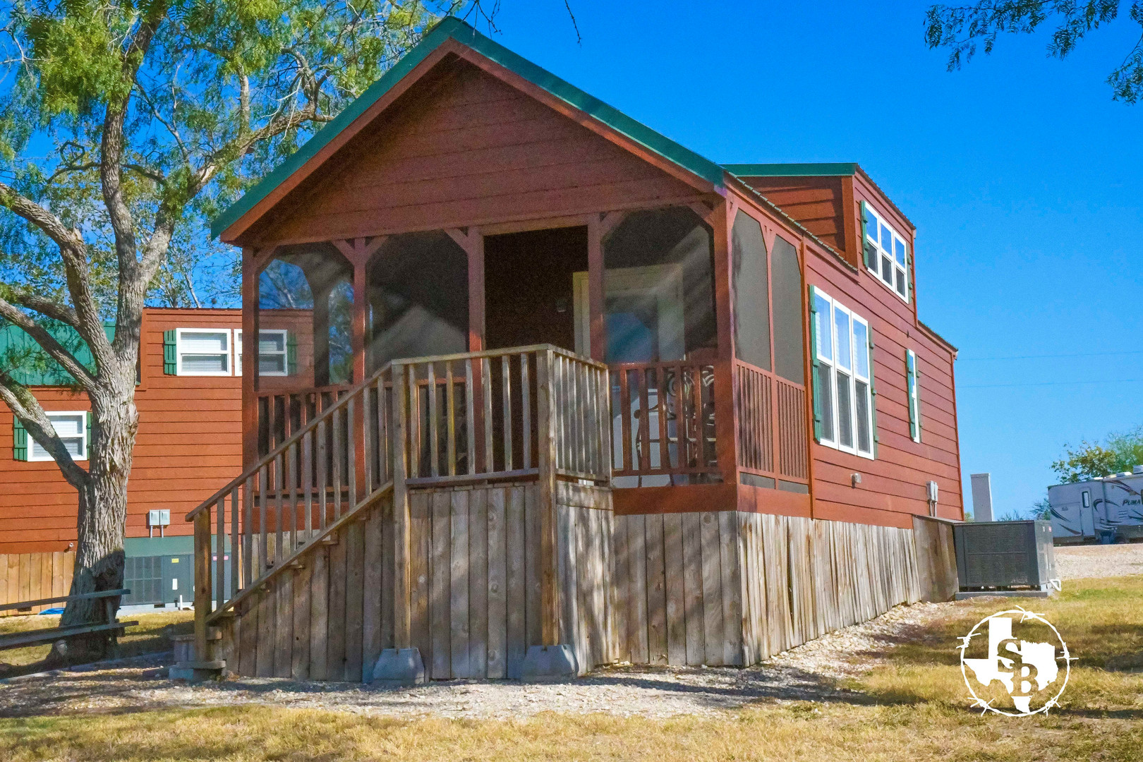 Country cozy comfort, extended stay cabins provide you with a great place to stay in Victoria Texas.