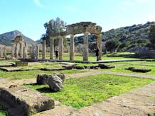 Η στοά της Βραυρώνος και το Ιερό της Αρτέμιδας.