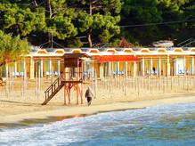 Μια προς μια οι καταγάλανες παραλίες στο Πόρτο Ράφτη.