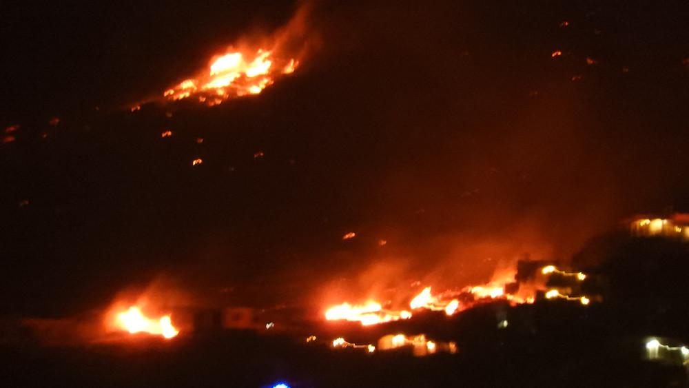Μεγάλη φωτιά στο Πόρτο Ράφτη τώρα.