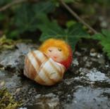 Kind im Schneckenhaus (Erdbeere)