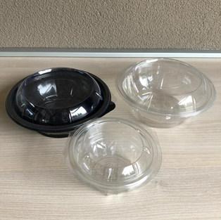 Műanyag tálak tetővel