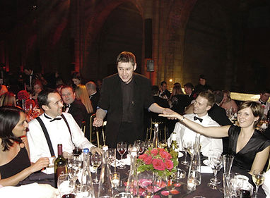 Corporate Magician DORIAN performing table magic at London Natural History Museum