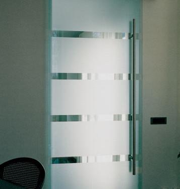 Husky-Glass.jpg