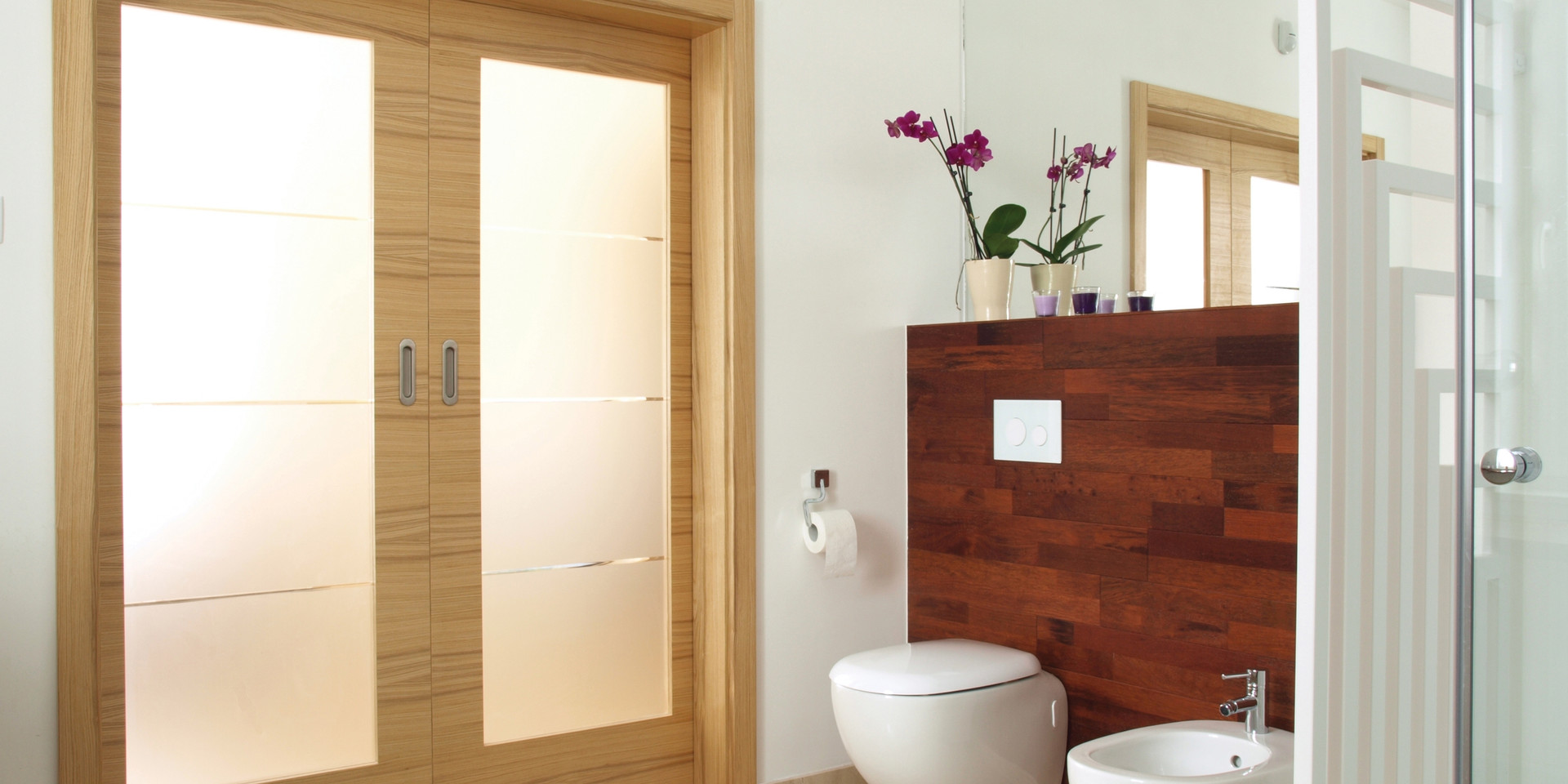 Cover-Bathroom_93501310.jpg