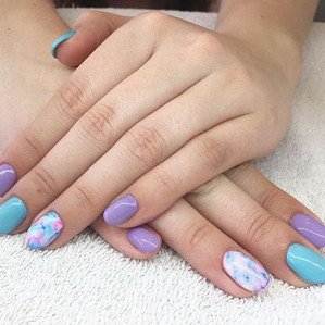 How cute is this spring gel set done by