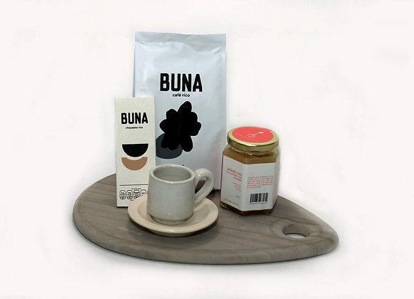 """Tabla para quesos de mármol, café rico y chocolate """"Buna"""", taza."""
