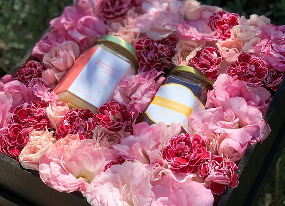 Caja mediana tonos rosas + 2 productos a elegir