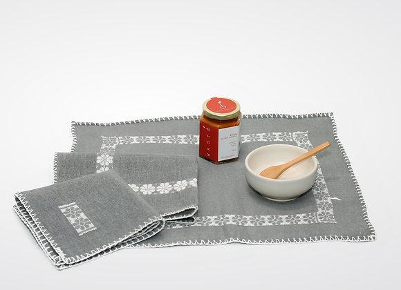 Set de regalo con salsera en cerámica de color blanco