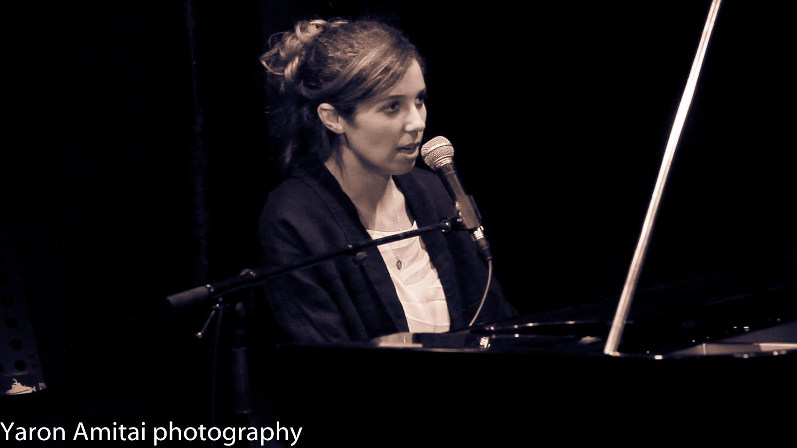 נועה שמר והפסנתר