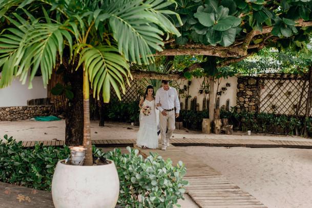 1-NoivaNoivo-Atelie-na-Praia-Casamento-Paula-Eric_CSLR0438.jpg