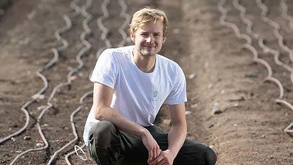 Yanik sowing samphire seed-28.jpg