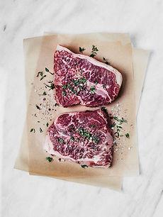 Ruw rundvlees met kruiden en specerijen