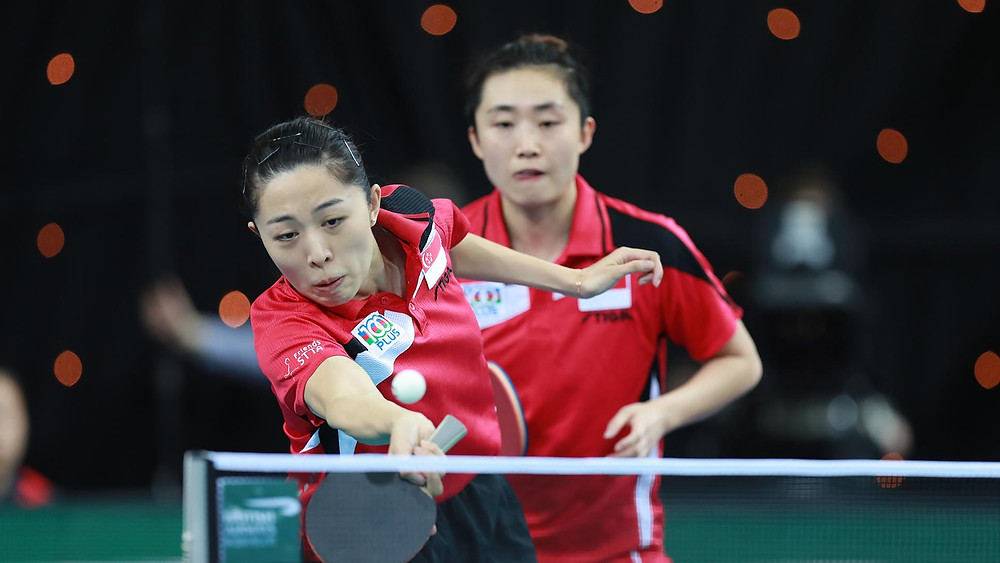 Yu Mengyu (foreground) and (rear) Feng Tianwei in action at the recent 2018 ITTF Team World Cup in London (Photo: Rémy Gros)