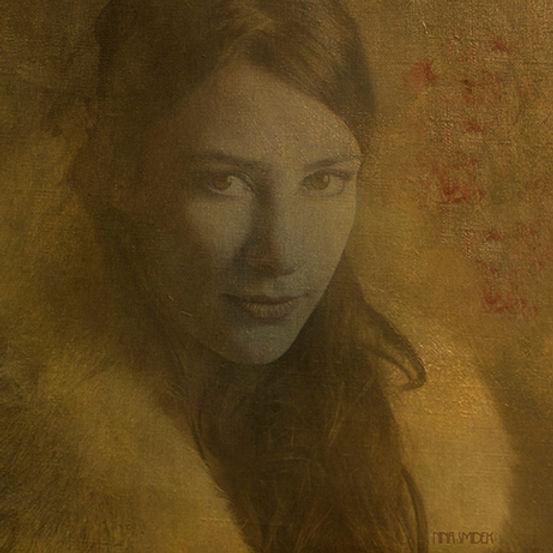 Nina en OR IV roses web.jpg