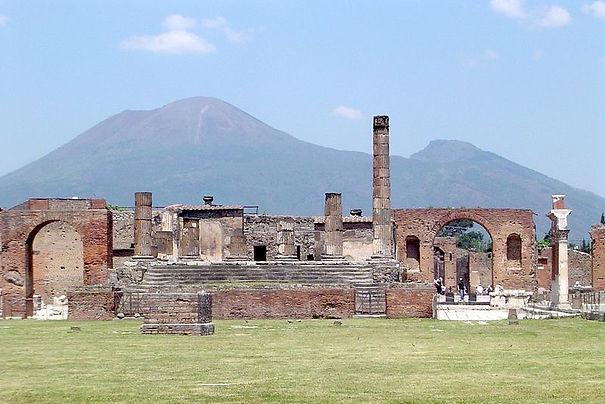 800px-Pompeii&Vesuvius.jpg
