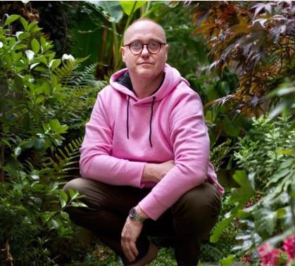 Arnaud Pitois in the Garden_edited.jpg