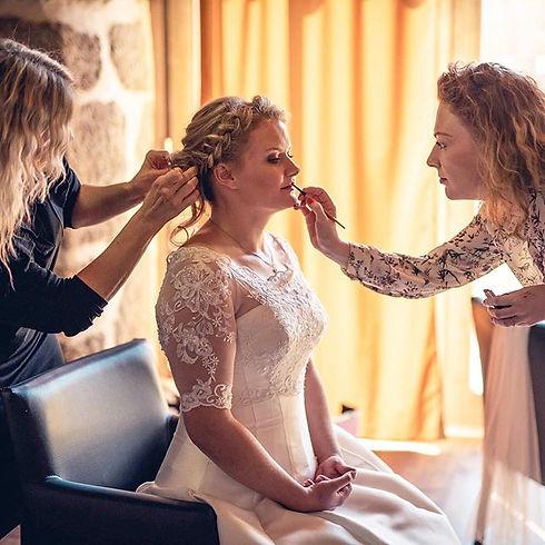 Líčení nevěsty a úprava účesu