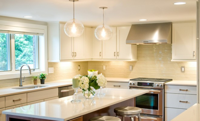 seeded-glass-pendant-lights-Kitchen-Transitional-with-barstools-bright-kitchens-cherry-660x400