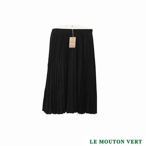Falda larga, negra