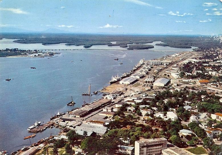 le port de Douala/ Douala's port