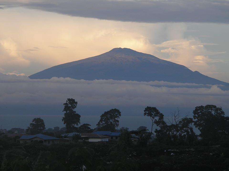 Mont Cameroun vu de Buea / Mount Cameroon from Buea