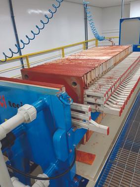 Filtro prensa utilizado na produção industrial do corante de urucum - Acervo particular do autor