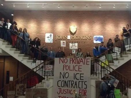 霍普金斯大学的行政楼被静坐抗议的学生占领了,美国政治正确干掉了一个眼神不好的IT语音界教父级人物