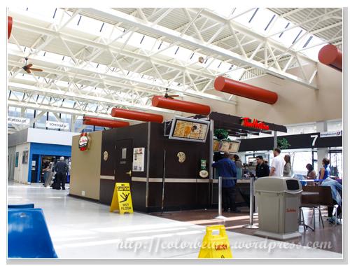 Buffalo的Bus Terminal還滿明亮的,且人也很多。裡面還有Tim Hortons