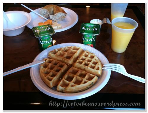 多了鬆餅,早餐是不是看起來不一樣些 :P