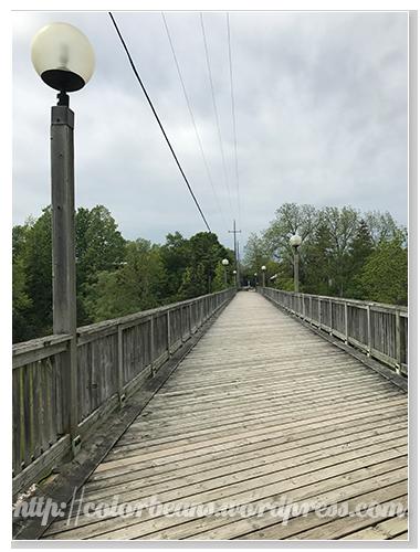 筆直的木橋