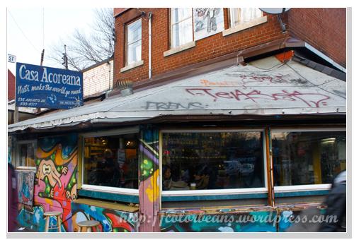 Kensington Market 牆上滿是塗鴉的咖啡店,不知道是不是老闆自己的傑作?!