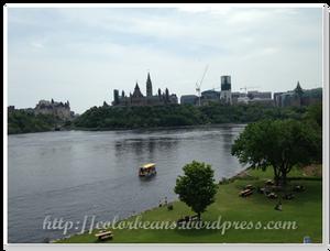 Canadian Museum of History的河岸公園可以遠眺國會山莊,還有很多人野餐~