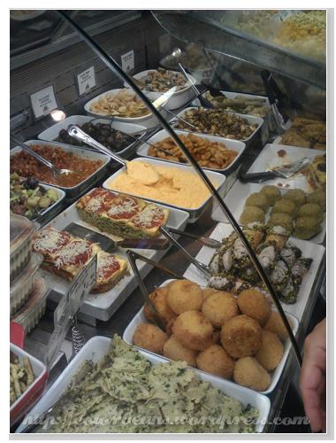 Granville Island 這家義大利熟食很好吃,生意很好