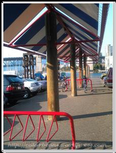 Granville Island 對腳踏車騎士很方便的停車格