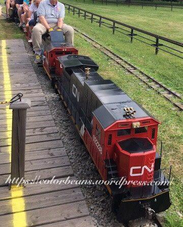 兩台小火車完全不同
