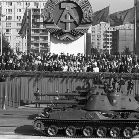 """柏林墙倒下,17万德国军队是如何""""一夜消失""""的?"""