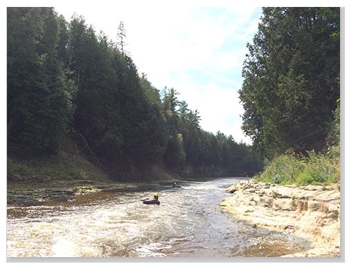 夏天在Grand River上漂啊漂,一定很舒服