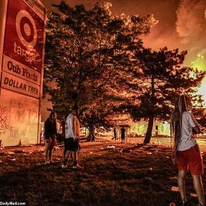 美国大暴乱:砸中餐馆、纵火、枪杀、抢劫、撤离、烧国旗 ,然而一切才刚刚开始...