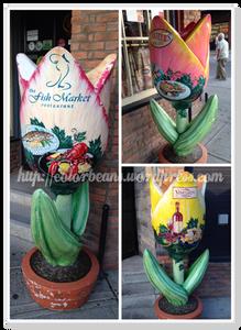 響應鬱金香節,有些店的招牌是鬱金香造型耶!