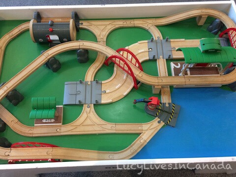 所有小孩都搶著玩的train table