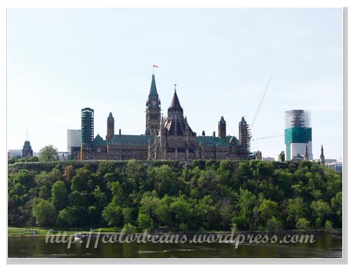 從Quebec或Ottawa River遠眺Parliament Hill